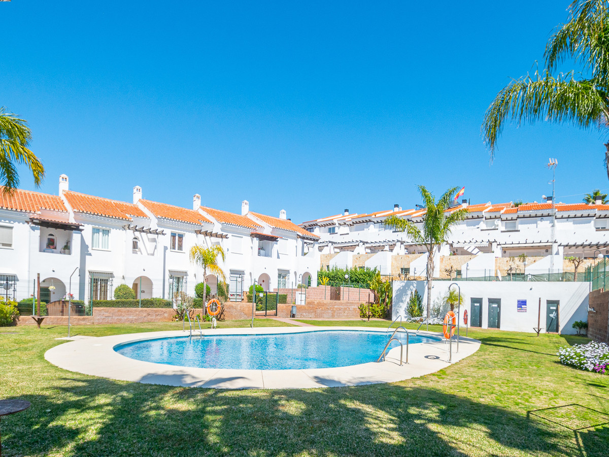 Lovely 3 bedroom 2.5 bathroom, townhouse. Situated on a quiet complex near the Hipodromo. 5 minuite ,Spain