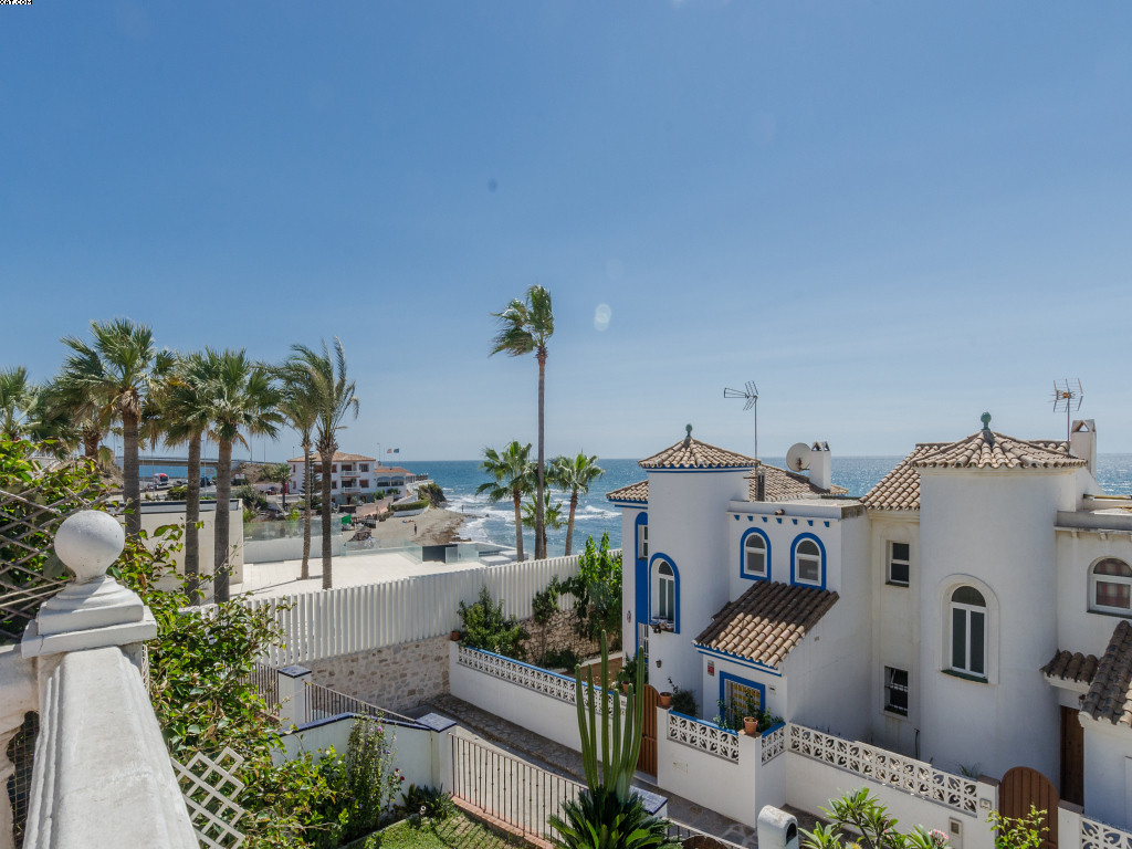 A beach side semi detached house in the El Faro area at only a few minutes drive to Fuengirola and L,Spain