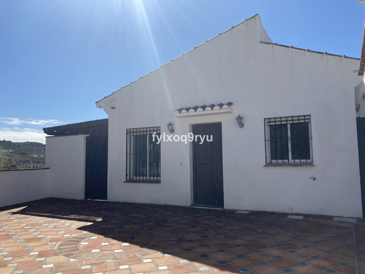 Detached Villa, Vinuela, Costa del Sol East. 3 Bedrooms, 1 Bathroom, Built 126 m², Garden/Plot 127 m, Spain