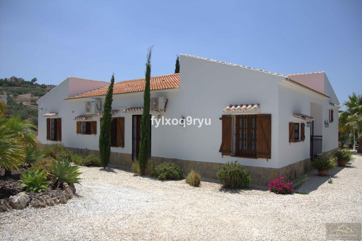This beautiful bungalow was built for it's current owner to German standards in 2002 and is loc, Spain
