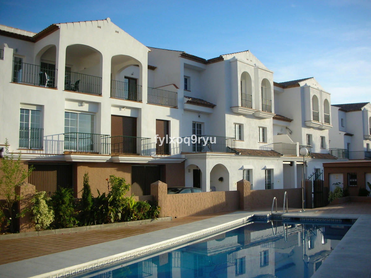 A fantastic FURNISHED ground floor apartment in a very popular development. Community garden and swi, Spain