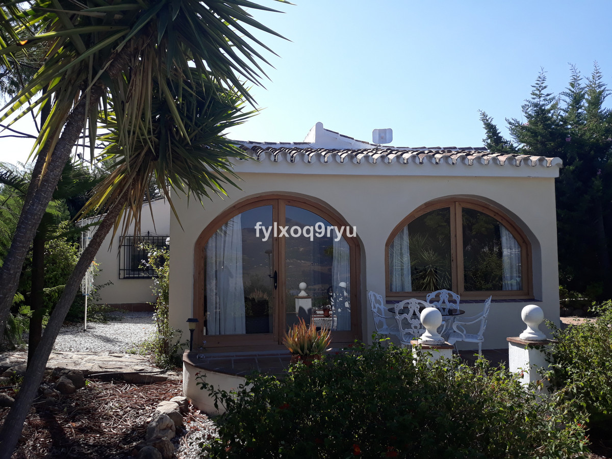 2 bedroom villa with pool and stunning views of Axarquia in Los Romanes This 2 bedroom villa is loca,Spain