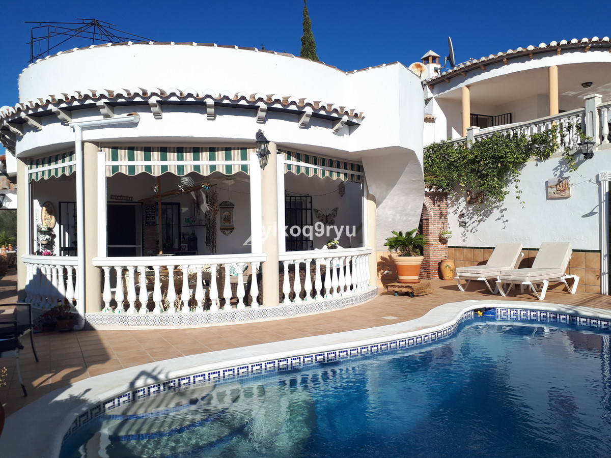 Ref:R3767710 House - Detached Villa For Sale in Puente don Manuel