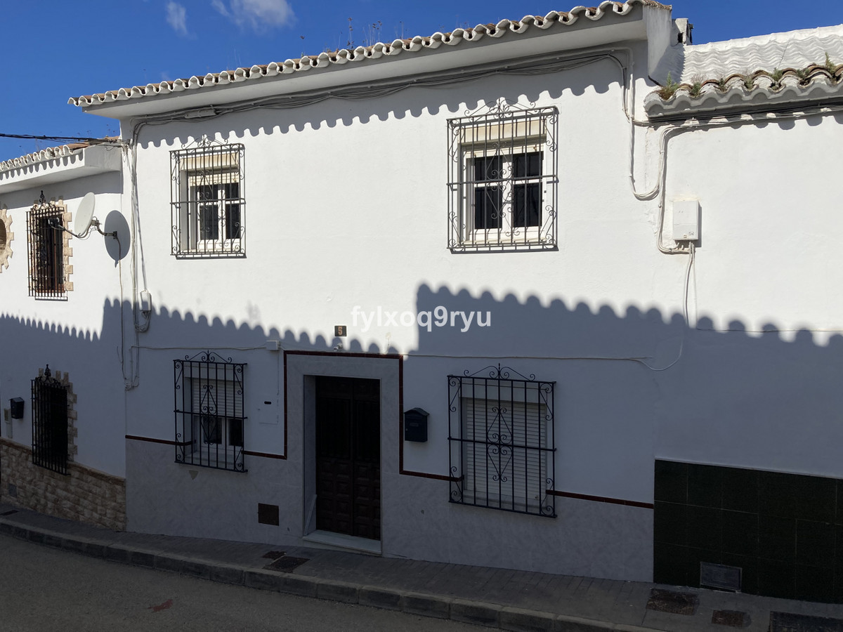 Townhouse, Riogordo, Costa del Sol East. 3 Bedrooms, 2 Bathrooms, Built 115 m², Garden/Plot 84 m².   Spain
