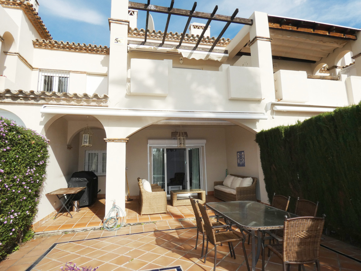 Townhouse, Guadalmina Baja, Costa del Sol. 3 Bedrooms, 2.5 Bathrooms, Built 251 m², Terrace 35 m², G, Spain
