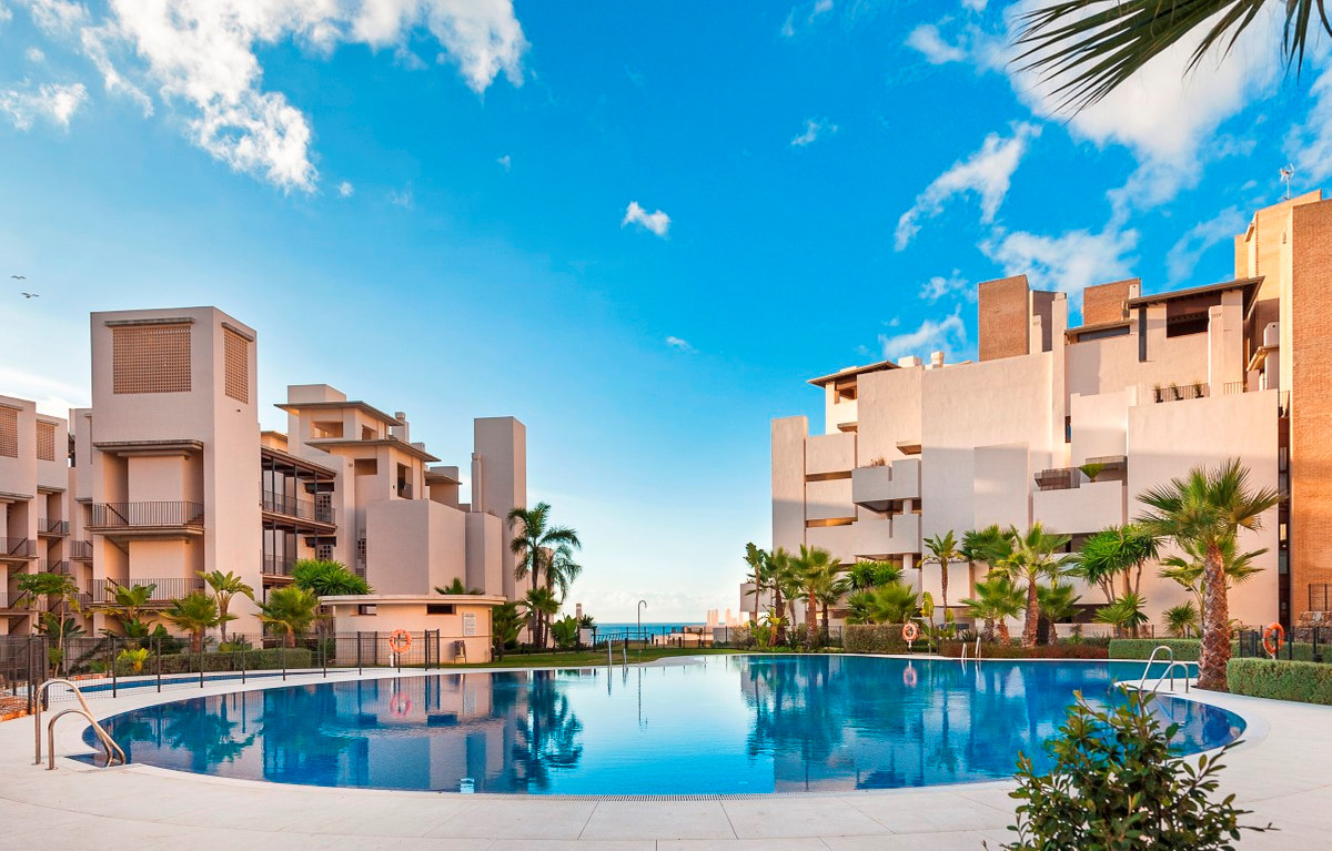 Penthouse, Estepona, Costa del Sol. 4 Bedrooms, 3 Bathrooms, Built 153 m², Terrace 129 m².  Exclusiv, Spain