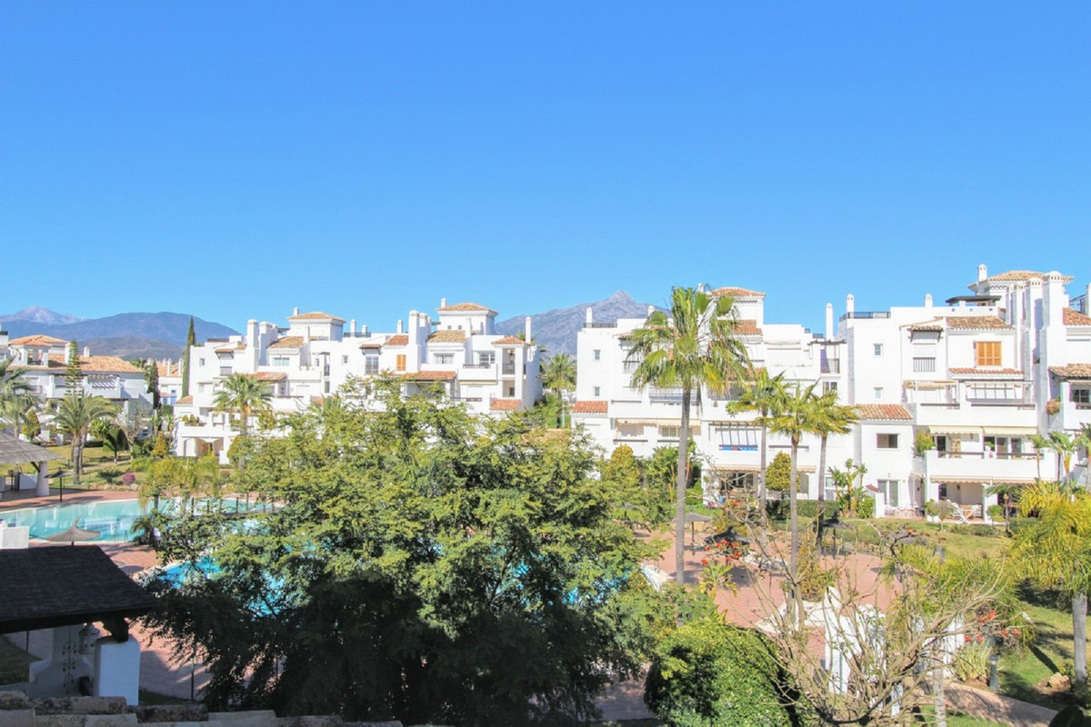 Apartment  Middle Floor 													for sale  																			 in San Pedro de Alcántara