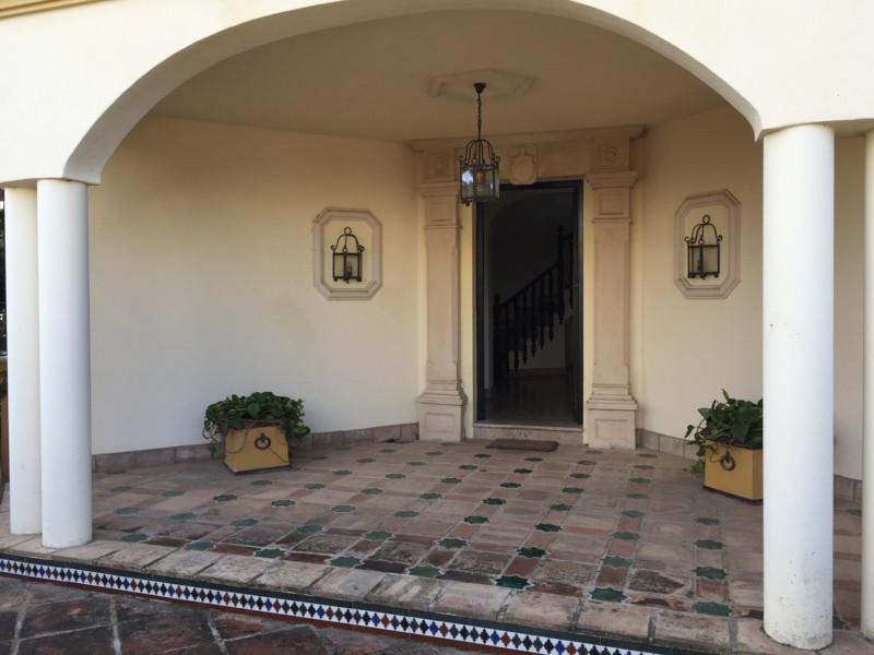 Marbella Banus Villa – Chalet en Venta en Guadalmina Baja – R2350454