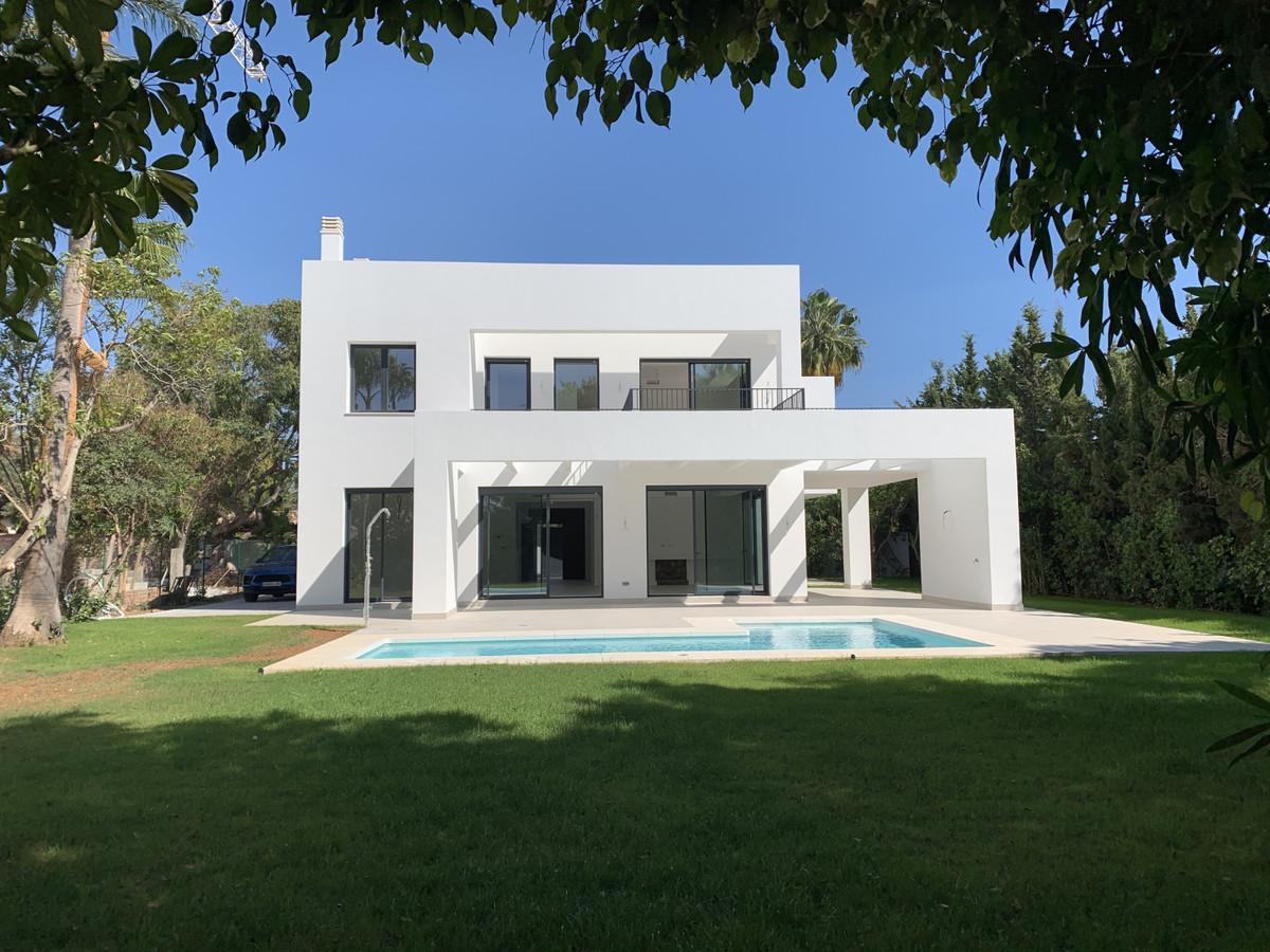 Villa  Independiente en venta   en Atalaya