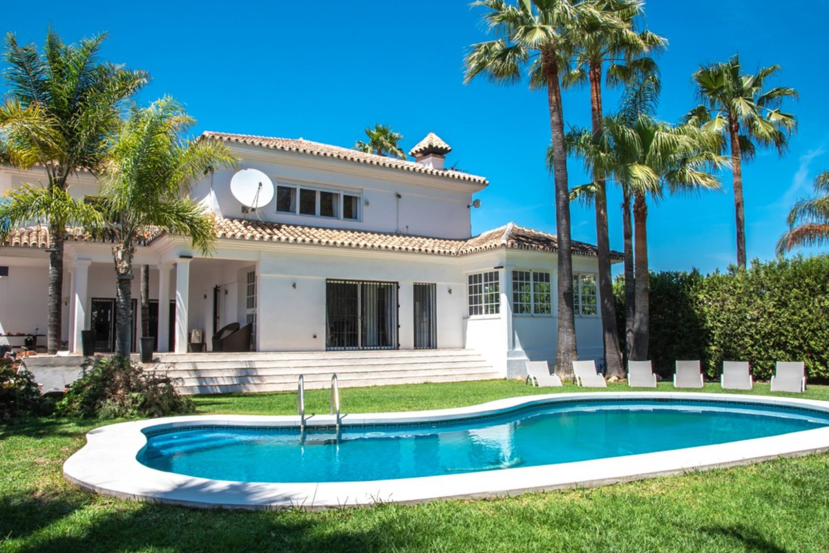 Detached Villa, San Pedro de Alcantara, Costa del Sol. 4 Bedrooms, 4 Bathrooms, Built 311 m², Terrac, Spain