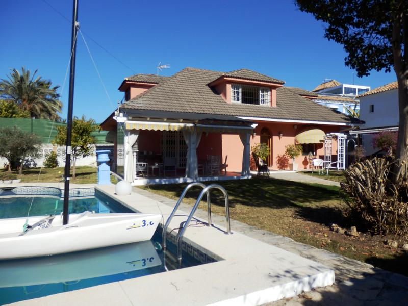 Villa – Chalet en venta, San Pedro de Alcántara – R3115621