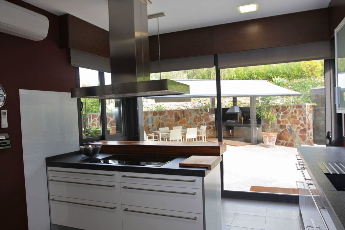 Villa Detached for sale in Nueva Andalucía, Costa del Sol
