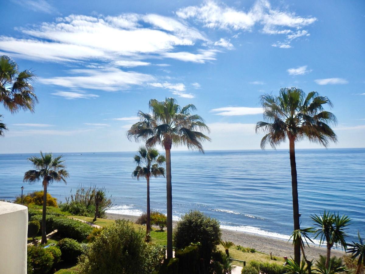PRIMERISIMA LINIA DE PLAYA , Park Beach - casa adosada Esquina , totalmente reformada de Alta calida,Spain