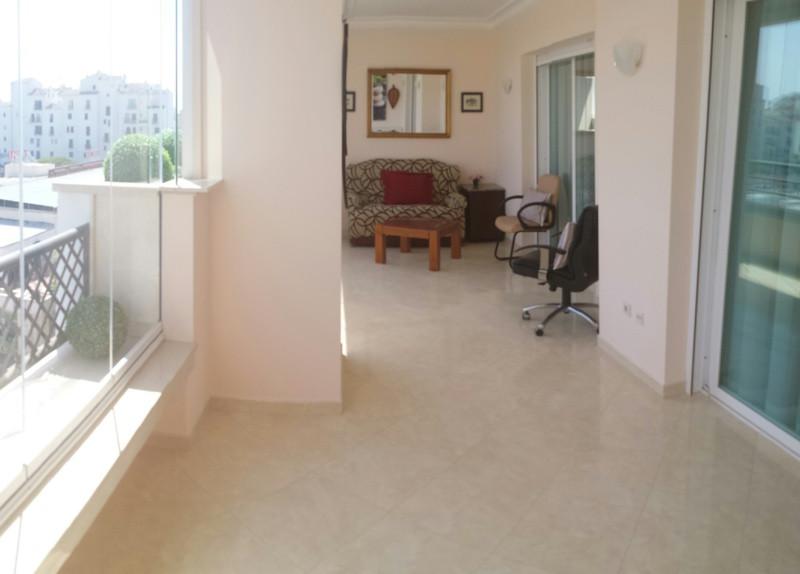 Apartamento en Venta en Puerto Banús – R2266256