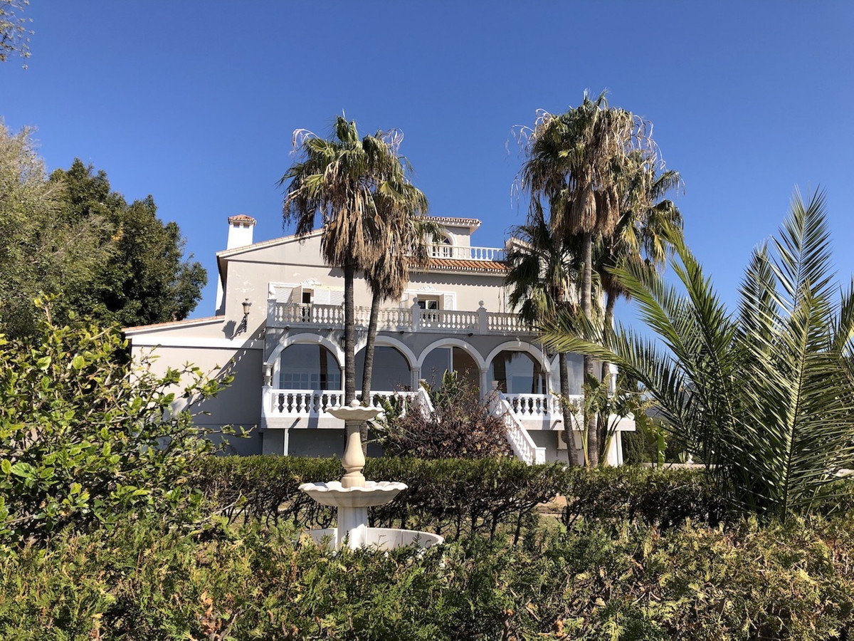 Private, spacious villa, with lots of character and stunning panoramic views over the city of Malaga, Spain
