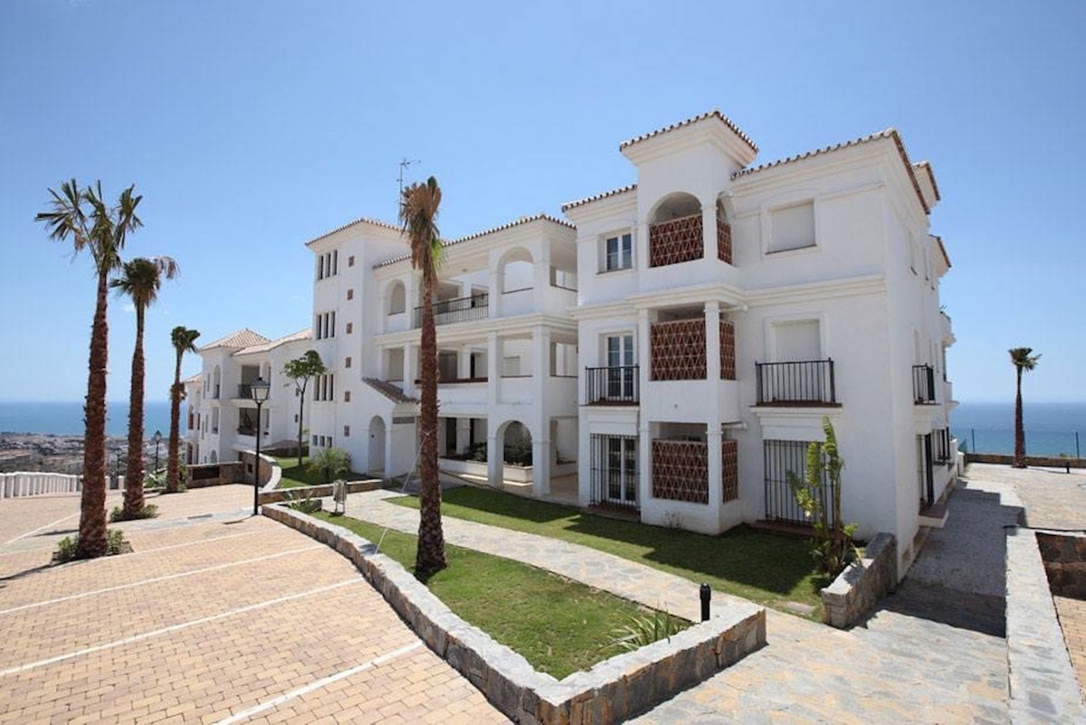 This beautiful, newly built, ground floor apartment is located on the hillside above Rincon de la Vi,Spain