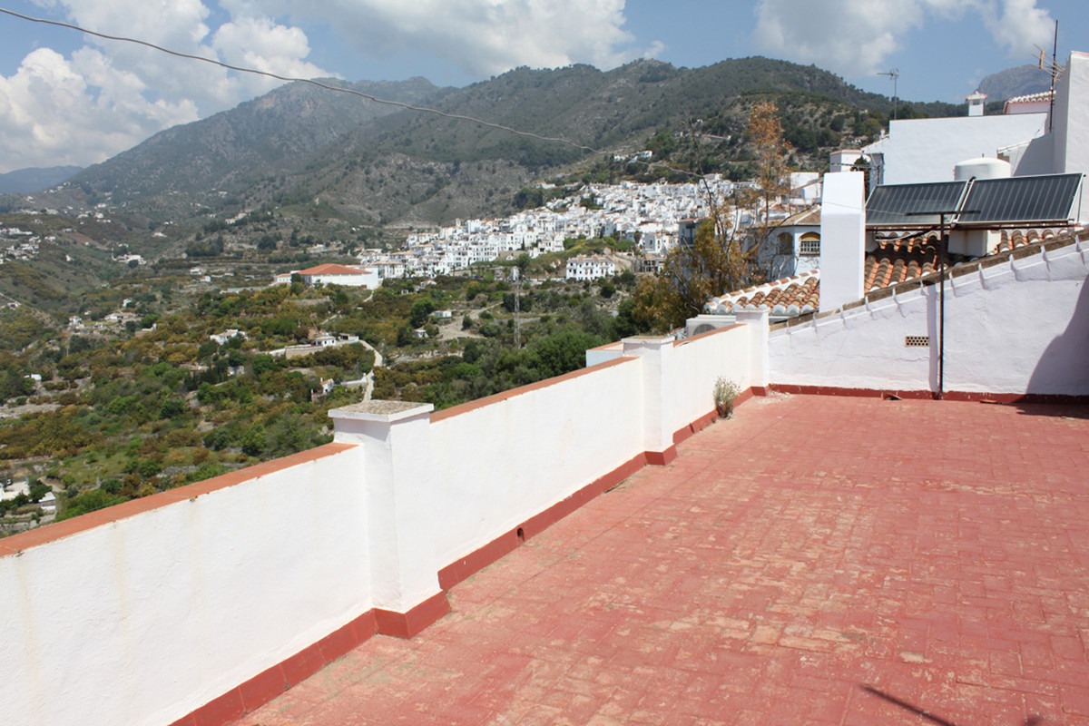 Townhouse, Frigiliana, Costa del Sol East. 3 Bedrooms, 1 Bathroom, Built 152 m².  Setting : Town, Co, Spain