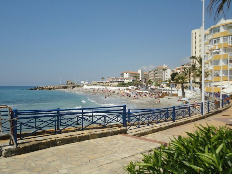 Second line to the beach, this modern one bedroom South facing apartment is situated close to Torrec,Spain