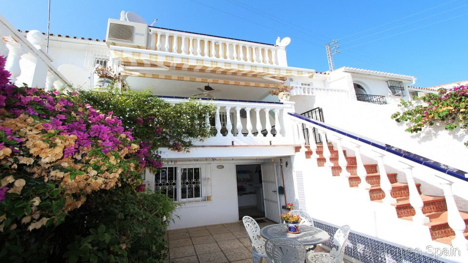 Located in a desirable area besides Capistrano village, this 2 bedroom townhouse is in very good con,Spain