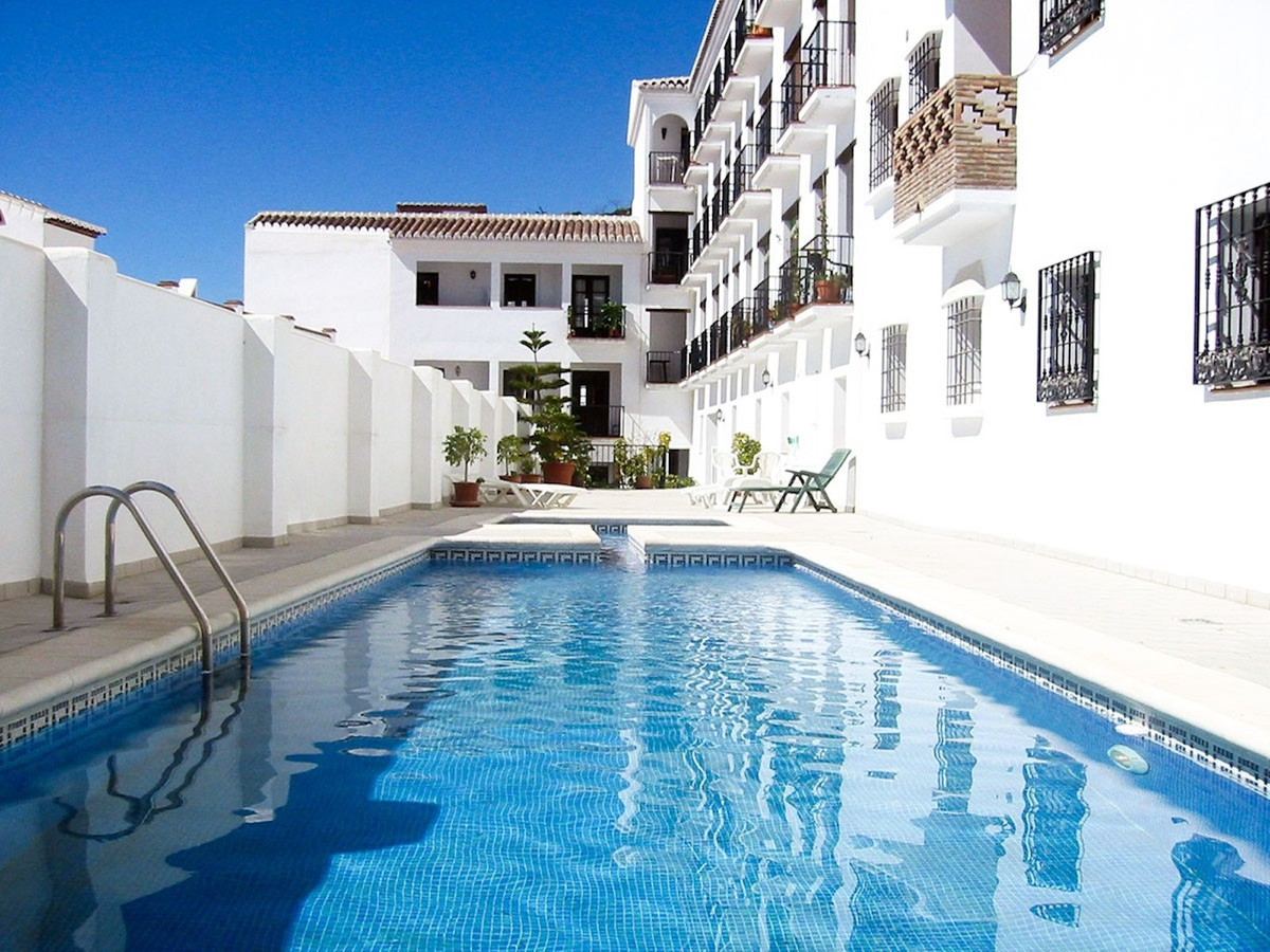 A well maintained modern apartment in the village of Frigiliana within walking distance to all shops, Spain