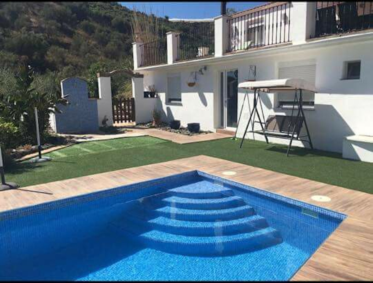 Magnificent completely refurbished and modernised detached villa in a finca/cortijo style. Set on 60, Spain