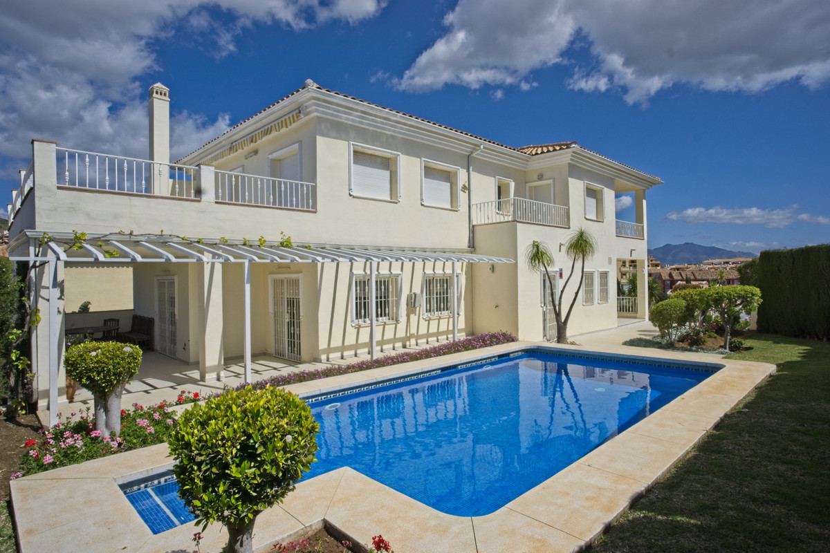 Detached Villa · Riviera Del Sol