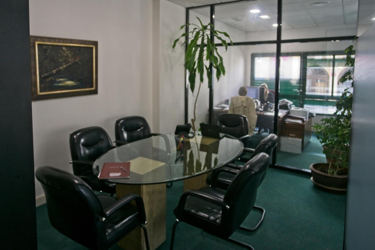 Place you business in pole position with this excellent first floor office premises in the Marques d,Spain