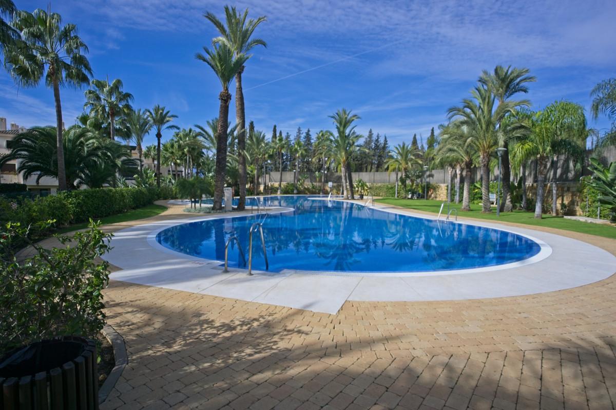 Marbella Banus Apartamento Planta Baja en Venta en Puerto Banús – R3546757