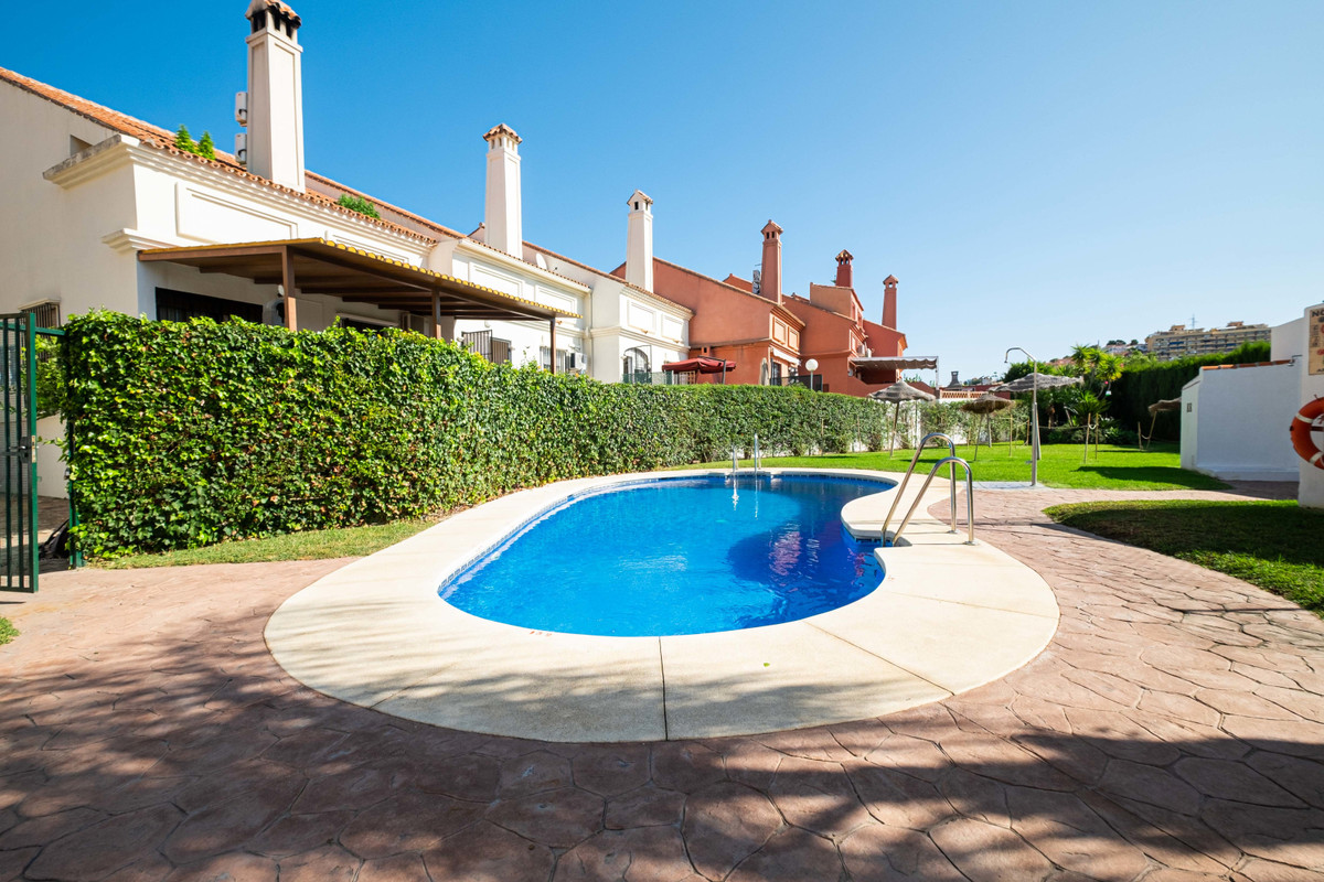 6 bedroom townhouse for sale los pacos