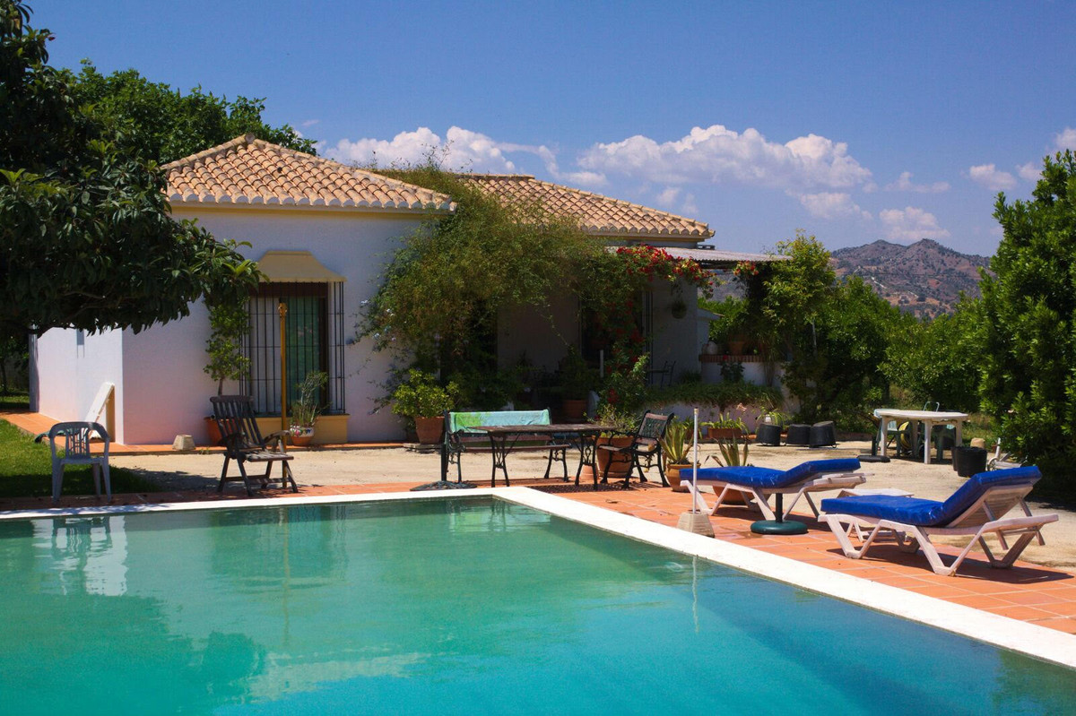 Beautiful country house in Alhaurin de la Torre. The house has living room, kitchen, 2 bedrooms and , Spain
