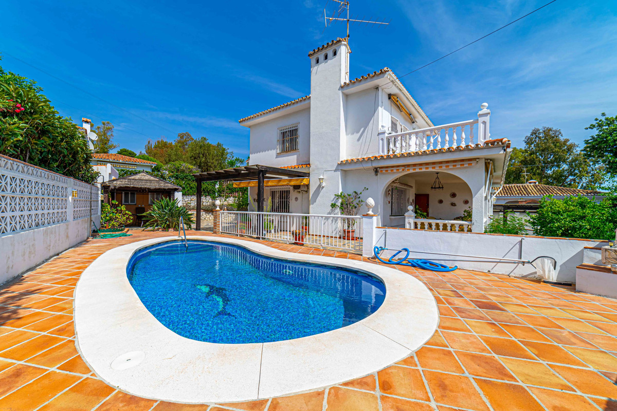 Idyllic 3 bedroom, 2 bathroom villa in prestigious urbanization of Santana in Torremuelle, Benalmade, Spain