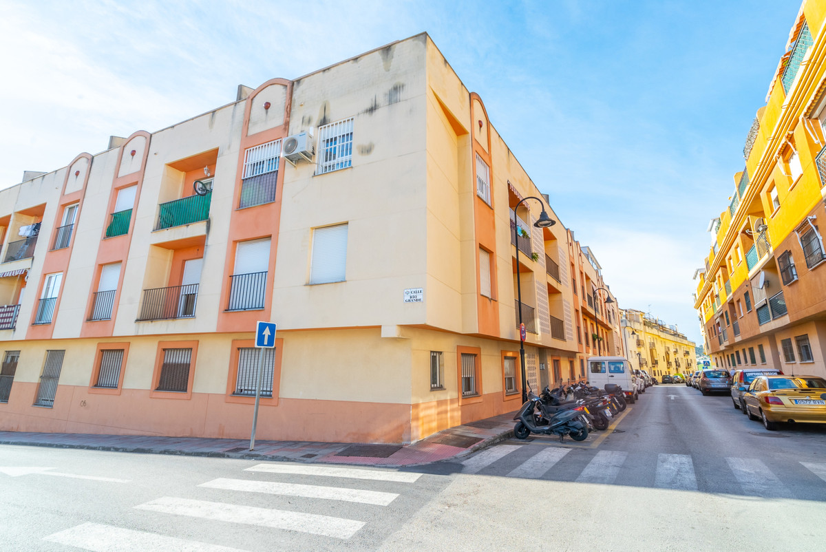 Here we find this lovely little one bedroom home for sale now quickly. This apartment is perfect hom,Spain