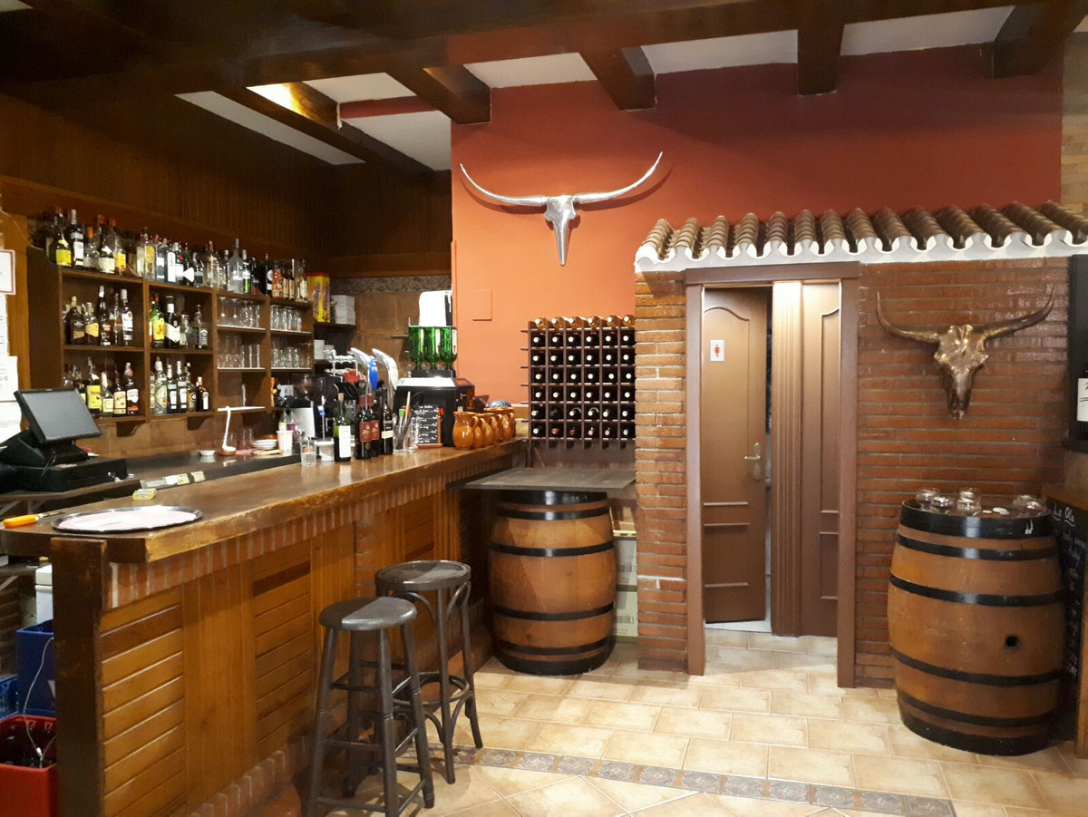 Restaurant Places 40 outside and 45 inside Size inside 100m2 and outside 15m2 2toilets kitchen furn,Spain
