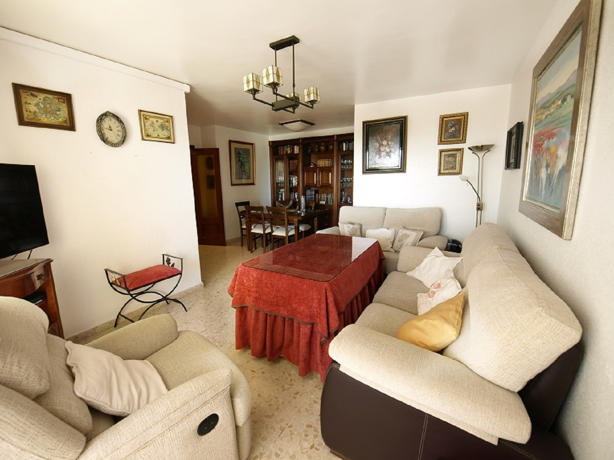 MAGNIFICENT HOUSING!   Large house in Calle Ayala, 5 Minutes from Vialia (Maria Zambrano Station), 1,Spain