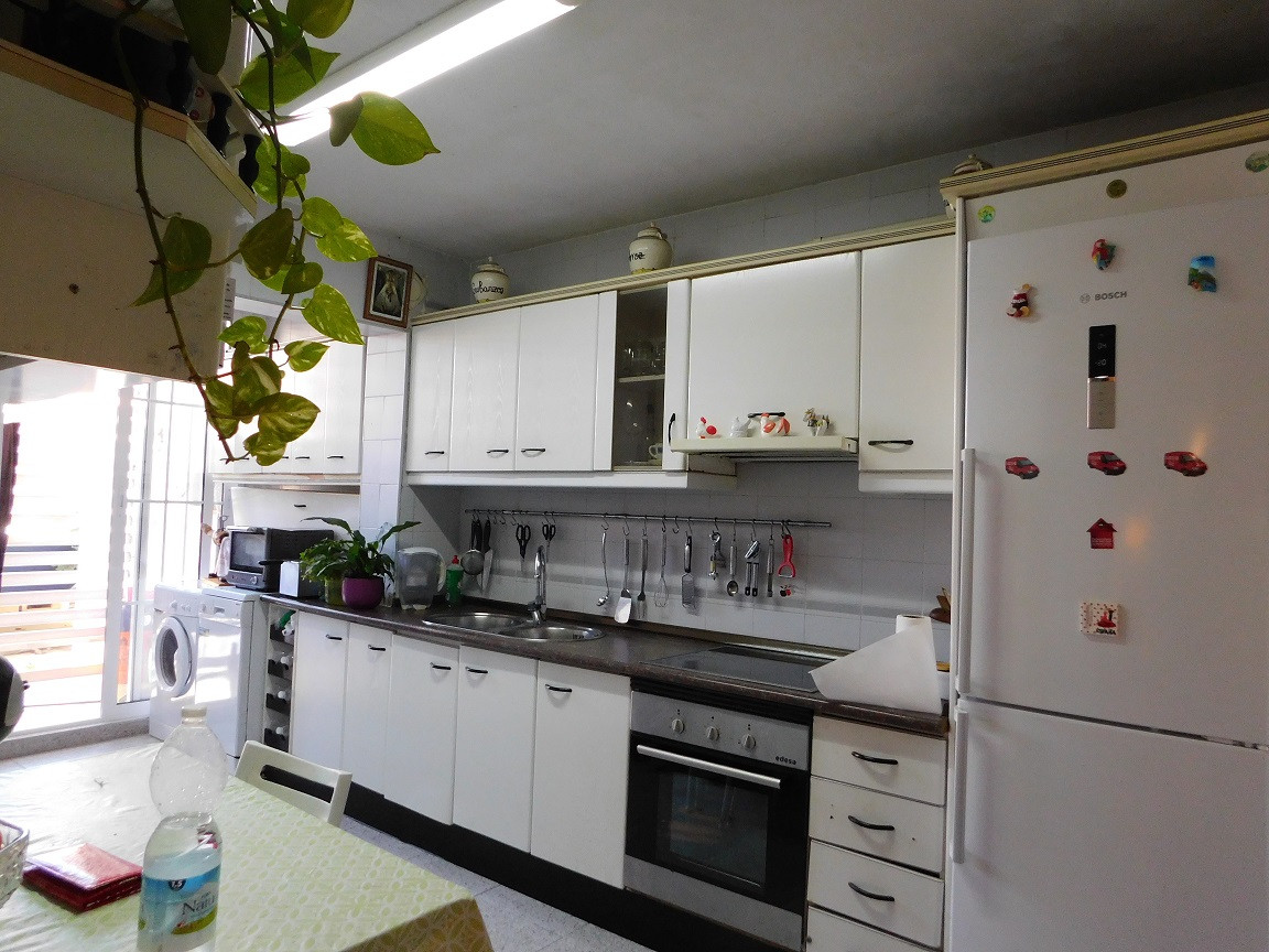 """""""Private Enclosure. Great exterior and very bright House, 4 bedrooms, 2 bathrooms large indepen,Spain"""