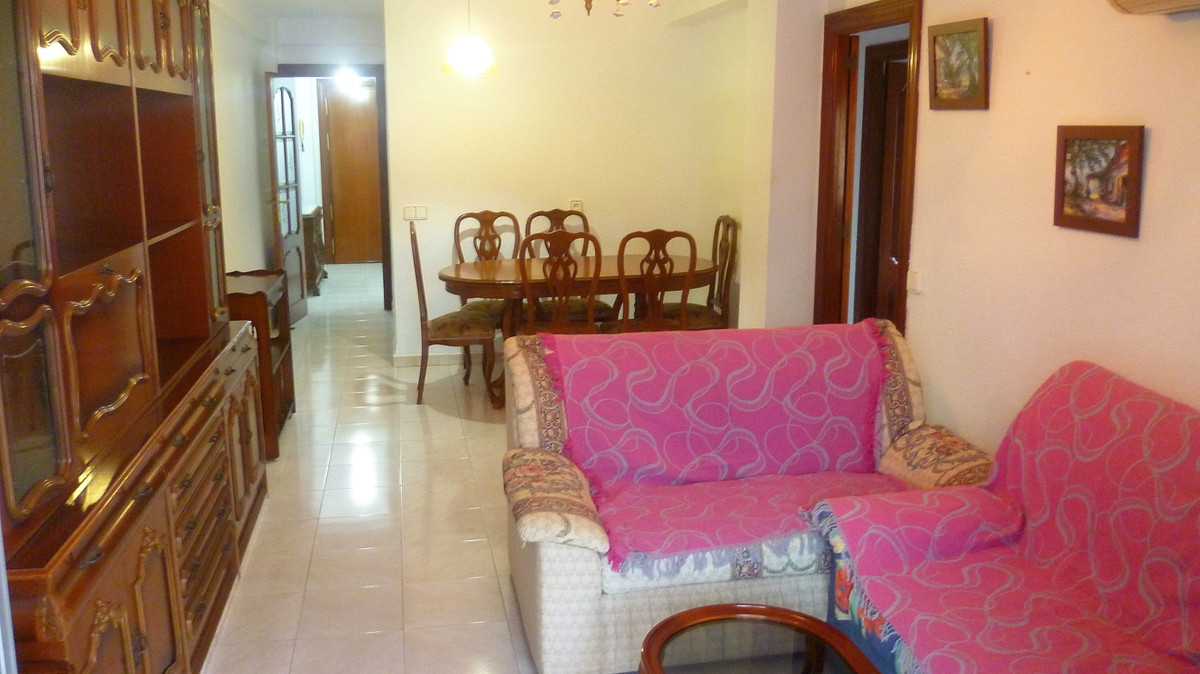 Very spacious apartment, bright, corner exterior and in good condition, with kitchen and bathroom re,Spain