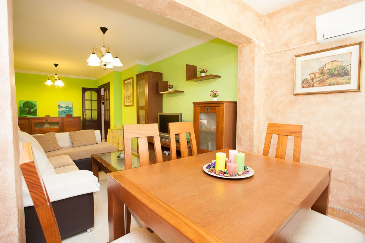 Fantastic and very bright 4 bedroom apartment. Excellent view to the sea and the city of Malaga, sur,Spain