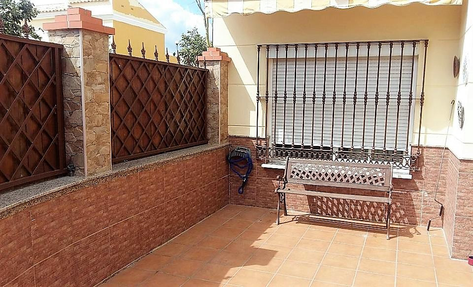 Opportunity-Cosy townhouse of 2 floors in corner, to enter to live, is delivered with quality furnit, Spain