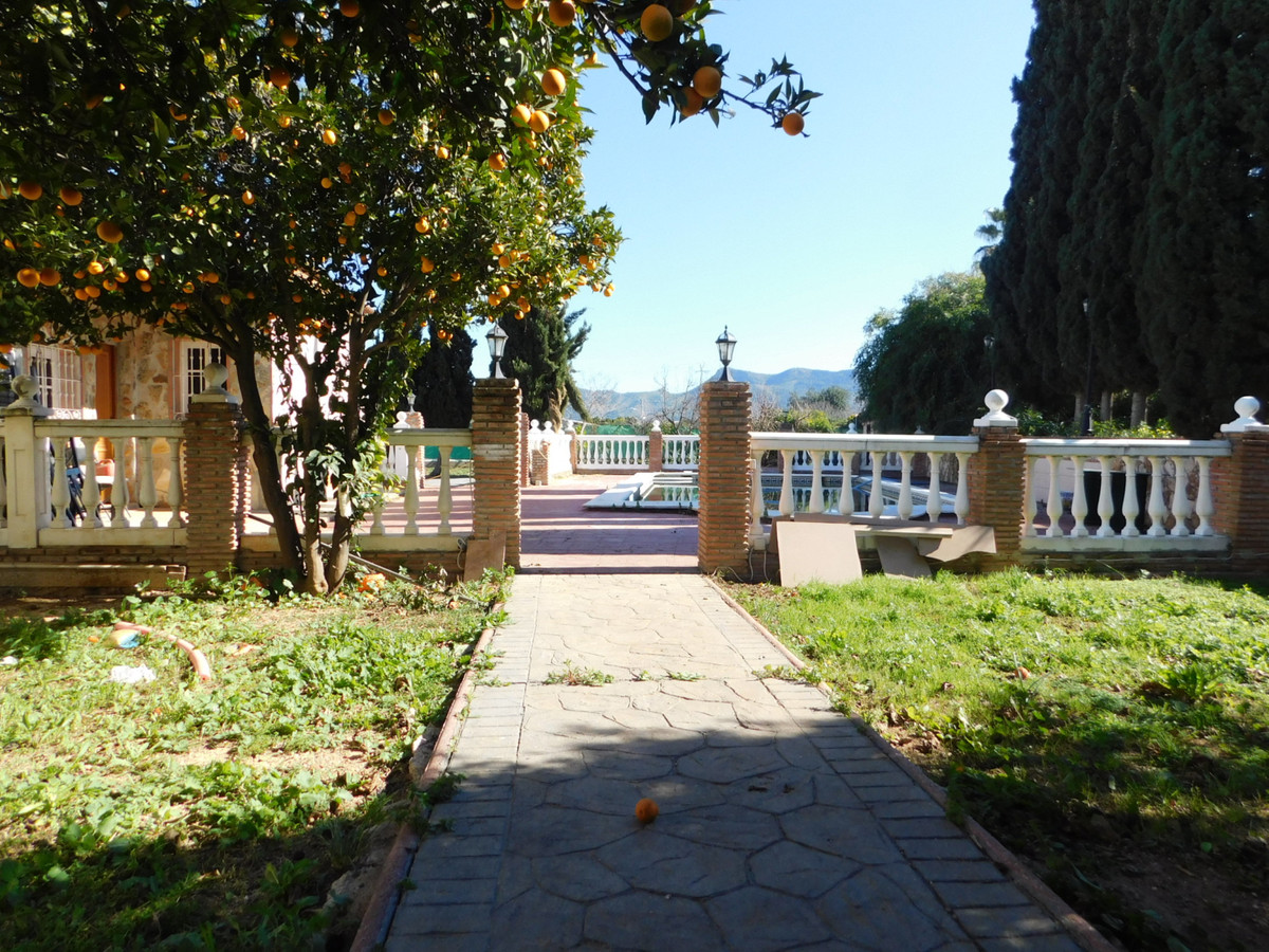 Large farm, with 3 bedrooms and a bathroom, living room, kitchen, porch, solarium, private pool, sev, Spain