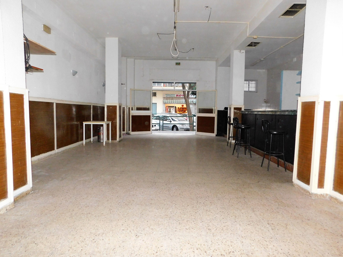 Commercial premises with many possibilities with good outside light previously was a bar, rented wit, Spain
