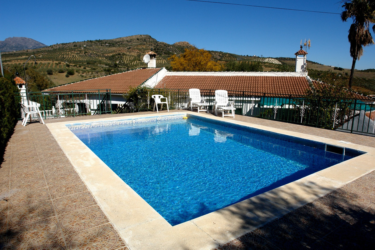 Large property with a lot of character located in Guar, Party of the Roses. This property has 4 bedr,Spain
