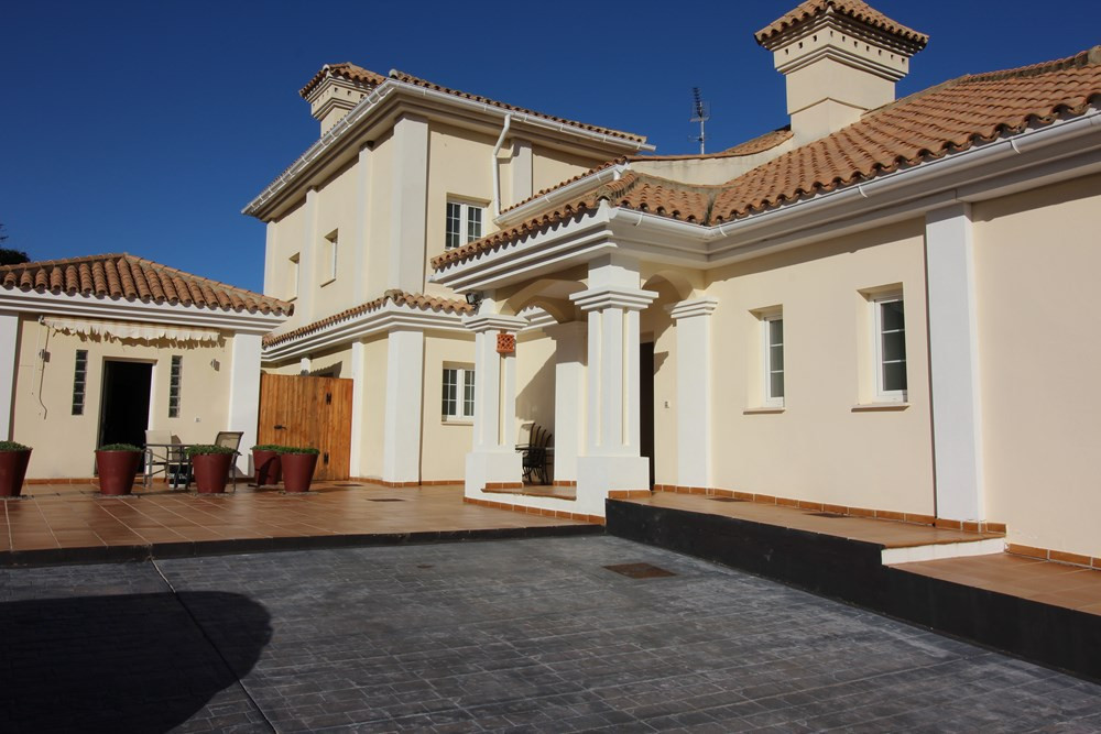 PRICE DROP NOW!!  VILLA WITH SEA VIEWS IN ALCAIDESA. Beautiful villa located in the centre of Alcaid, Spain
