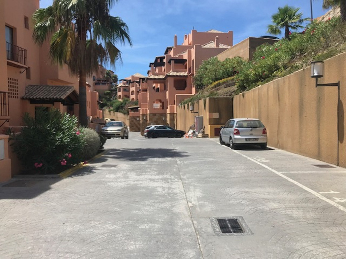 Apartamento en Venta en Calahonda – R3873979