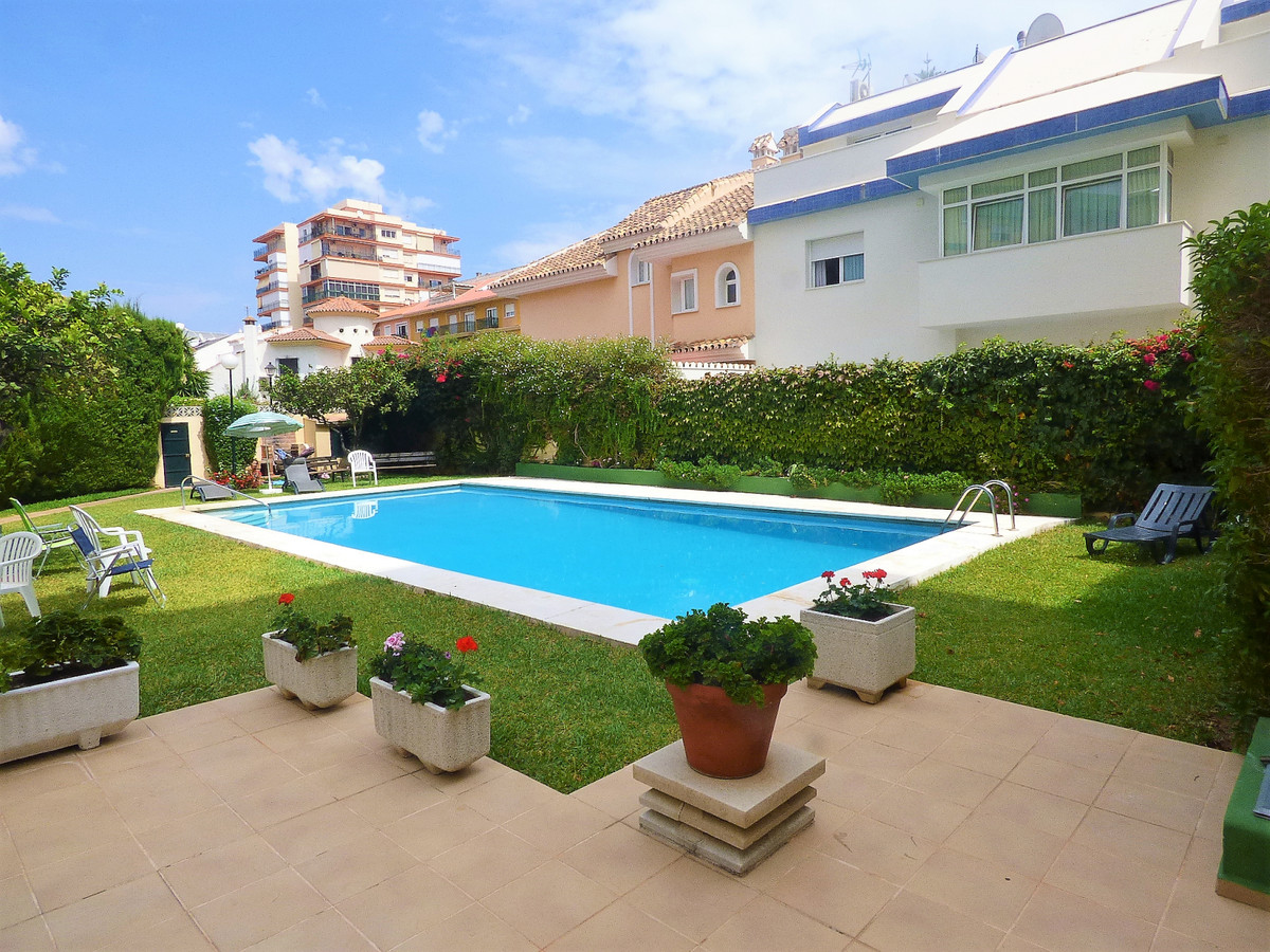 Properties like this there are not  many in Fuengirola. Located in the center of Fuengirola 300 mts ,Spain