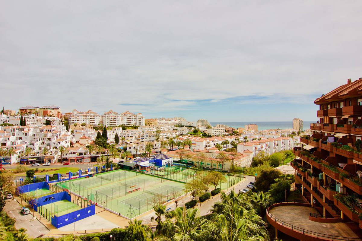 This is a fantastic 3 bedrooms 3 baths penthouse located near Avenida de las Palmeras and close at a,Spain