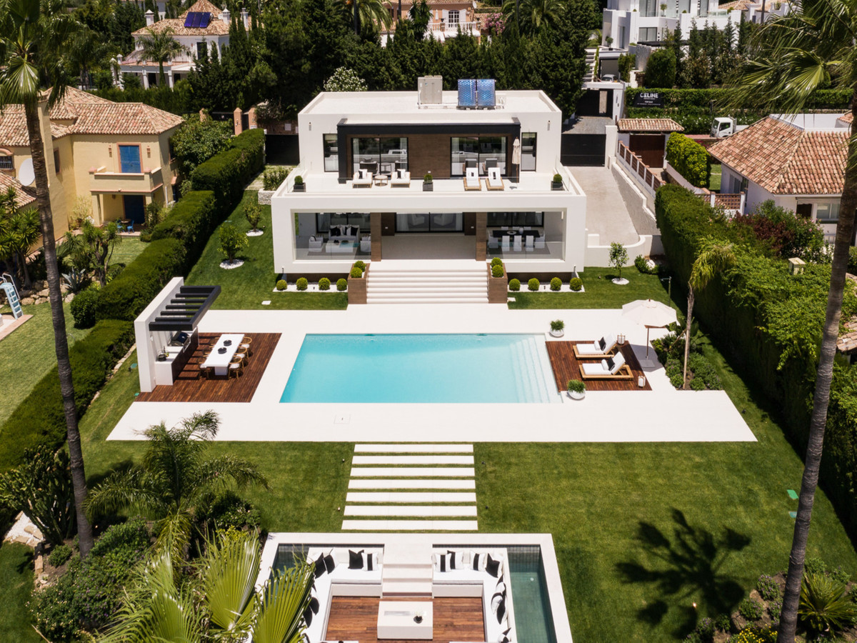 New built villa to meet the requirements of the highest quality and top location! Frontline golf, so, Spain