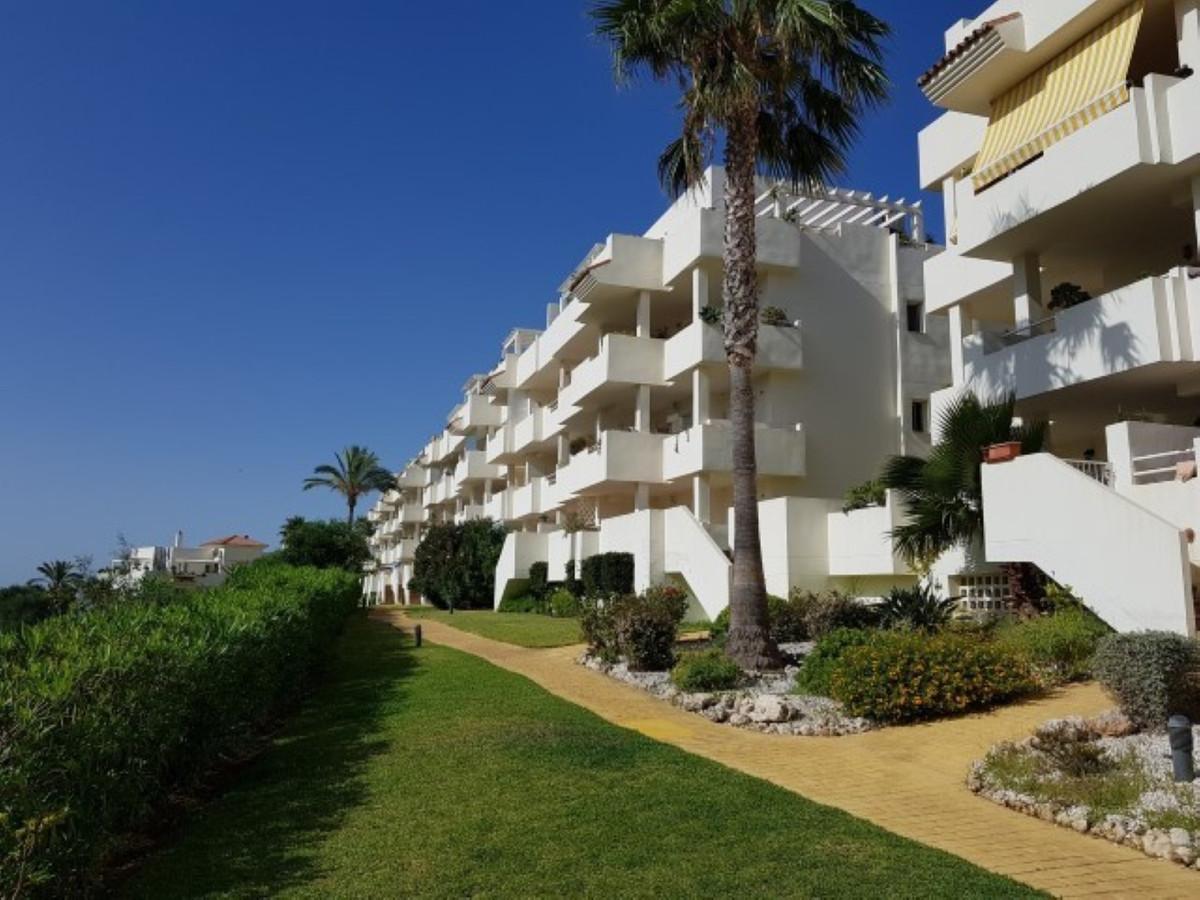Apartamento en Venta en Calahonda – R3673196