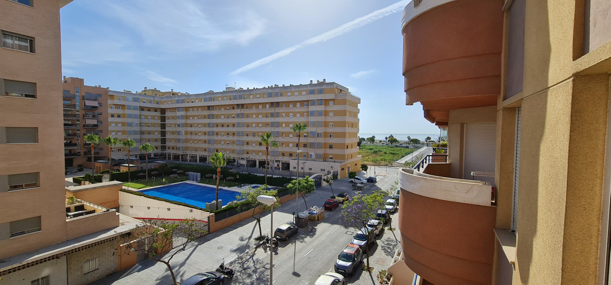 Fantastic apartment available to move into, located across the beach in Malaga! The area known as Ma,Spain
