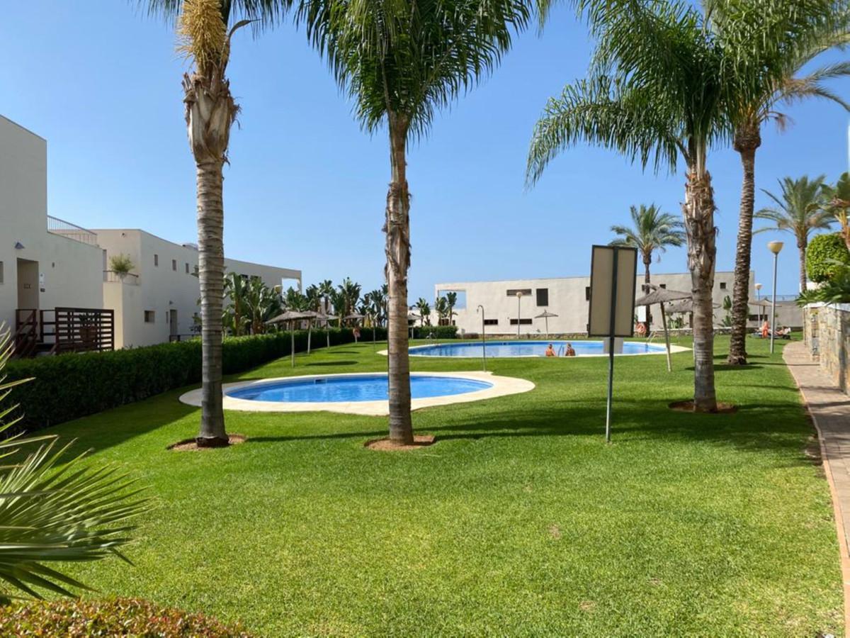 Apartamento Planta Baja en Venta en Altos de los Monteros – R3700196