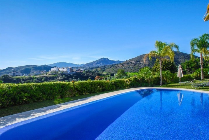 Luxury penthouse in a development of just 36 apartments that enjoys impressive views over Gibraltar ,Spain